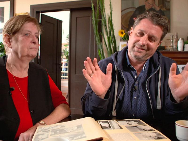 Mutter und Sohn erinnern sich an ihr Geheimnis