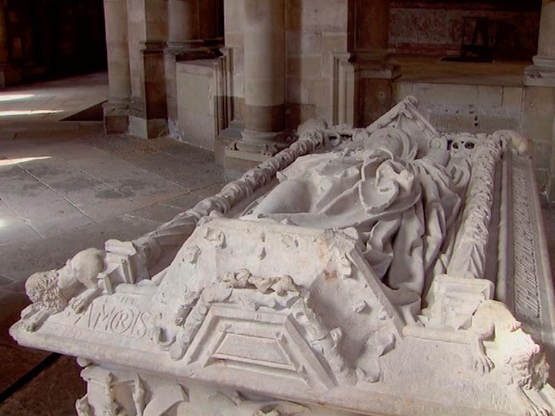 Editha - der Sarkophag der Editha – die Grablege wurde über die Jahrhunderte mehrfach umgebettet