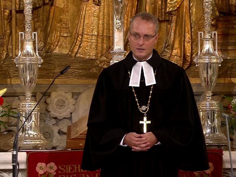 Dr. Renzing, sächsischer Landesbischof und sehr konservativ, schweigt zum Thema