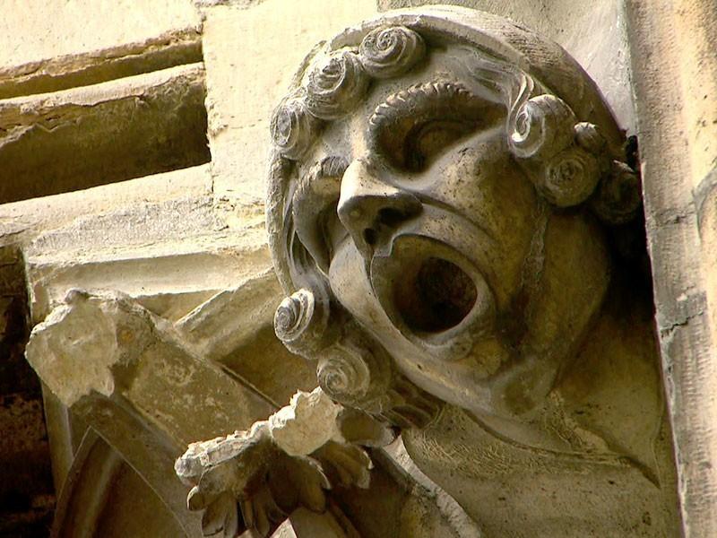neu in der Bildhauerkunst: lebendige Gesichter mit Minenspiel