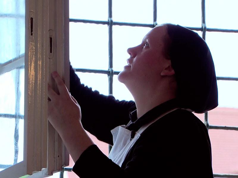 Fensterputzen gehört zum Klosterleben