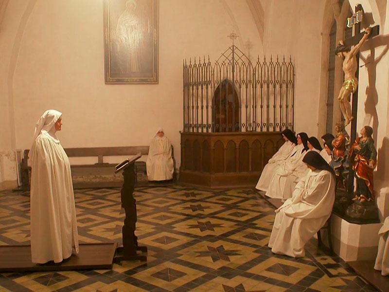 jeden Tag wird ein Kapitel aus der Benediktsregel vorgelesen