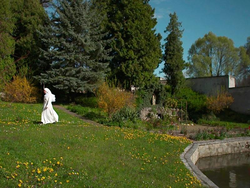 Bewegung im Klostergarten hilft, Ärger und Aggressionen abzubauen