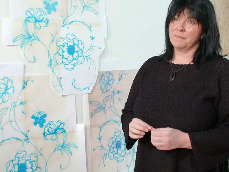 Petra Pechmann erklärt, wie man Spitze aus Leidenschaft entwirft