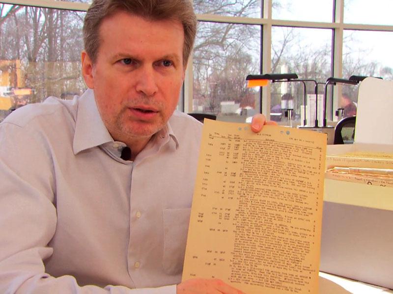 die DDR-Regierung wimmelt ihn ab, er beauftragt heimlich Historiker und Jurist Willi Korte mit Recherchen in Washington