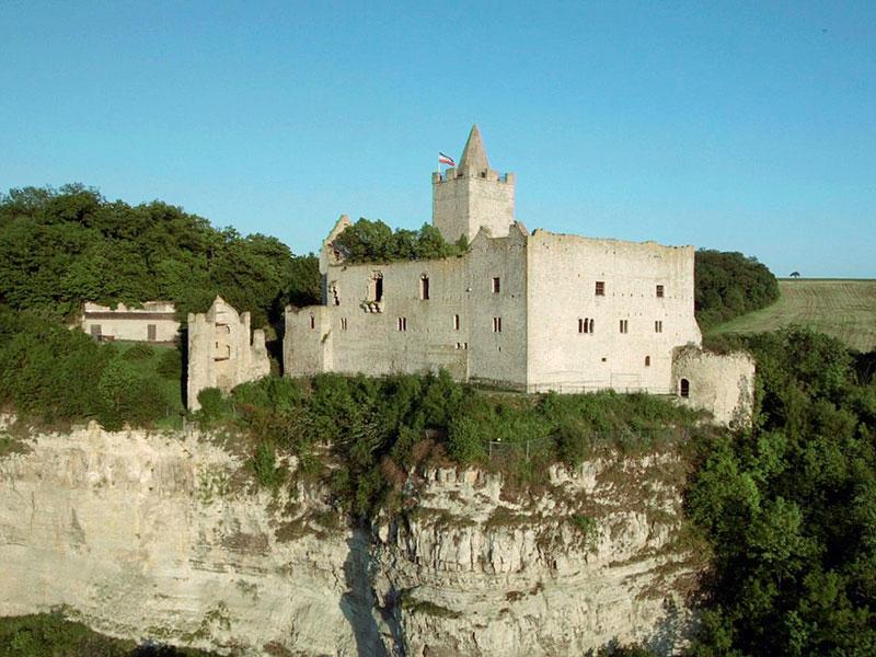 die nächste Burg mit viel Geschichte – die wildromantische Ruine der Burg Saaleck