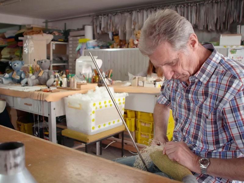 """Gerhard Heublein, 73, ist einer der letzten """"Stopfer"""" in der Region"""