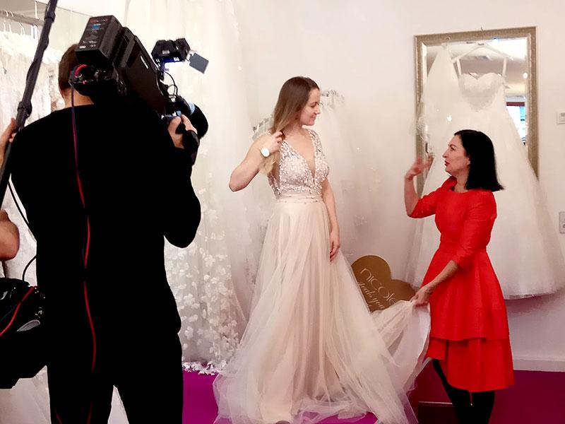 Beratung beim Brautkleid gehört fast immer dazu