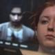 Anna mit unscharfem Mann im Hintergrund